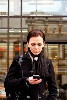 Free Business Lady Awaiting And Writing Sms Royalty Free Stock Image - 13915556