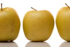 Free Three Apples Royalty Free Stock Photos - 13916458