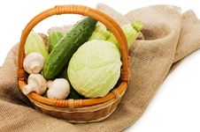 Free Wattled Basket With Vegetables Stock Image - 13921331