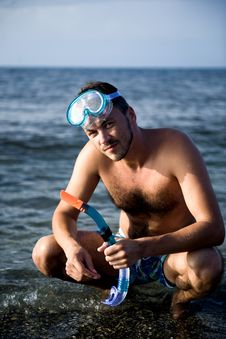 Free Young Summer Diving Man With Swimming Mask Stock Image - 13926911