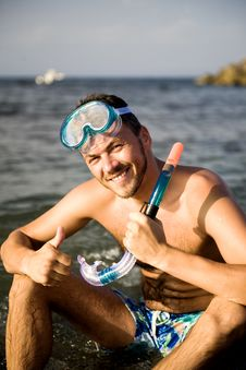 Free Young Summer Diving Man With Swimming Mask Stock Image - 13926941