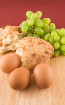 Free Fresh Bread With Eggs  And Grapes Stock Photography - 13926942