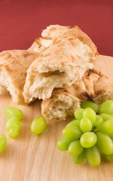 Free Fresh Bread With Grapes Stock Photo - 13926950