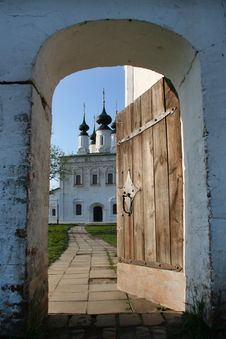 Free The Door To The Monastery Royalty Free Stock Image - 13929496
