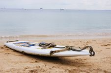 Free Surfboard On The Sand Royalty Free Stock Photography - 13931417