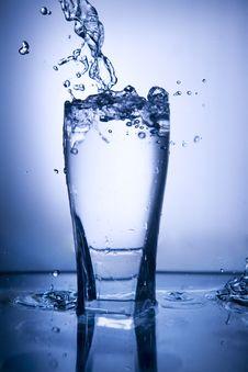Free Water Splash Royalty Free Stock Images - 13932469