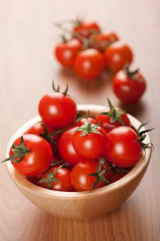Free Ripe Tomatoes In Wooden Bowl Royalty Free Stock Photos - 13937778