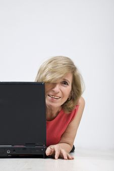 Free Happy Mature Woman With Laptop On Wooden Floor Royalty Free Stock Images - 13938999