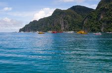 Free Boats On Islands Bay Phi Phi Thailand Royalty Free Stock Images - 13939169