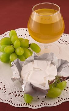 Free Fresh  Grapes And Cheese With White Mold Royalty Free Stock Image - 13941376