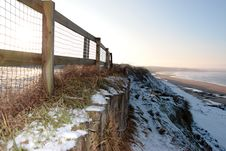 Free Cliff Edge Fence Over Beach Royalty Free Stock Photo - 13942815