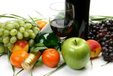 Free Wine And Fruit Royalty Free Stock Photography - 13943047