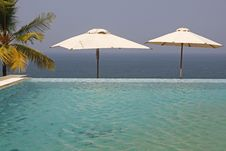 Hotel Infinity Pool Royalty Free Stock Photography