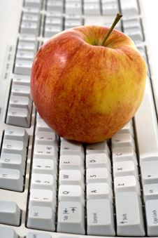 Free Red  Apple On Keyboard Royalty Free Stock Images - 13944539