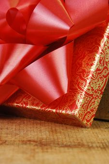 Free Red Bow On Open Gift Box Stock Images - 13948194