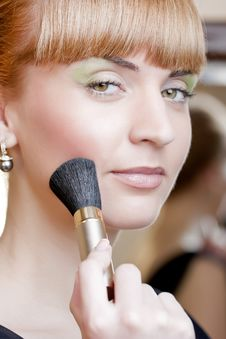 Free Young Woman With A Make-up Brush Royalty Free Stock Photos - 13949848