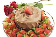 Free Chocolate Cake With Strawberries And Roses Royalty Free Stock Images - 13950569