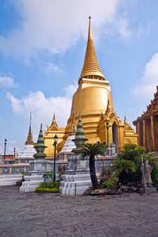 Free Ratana Chedi In The Grand Palace Royalty Free Stock Images - 13951269