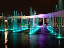 Free Colourful Lighted Water Fountain At Marina Barrage Royalty Free Stock Photography - 13959007