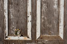 Old Wooden Door With Daisies On A Hook Royalty Free Stock Images