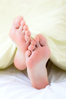 Free Feet Under Blanket Stock Photos - 13964283