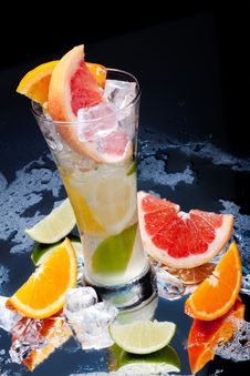 Free Cold Fresh Lemonade Stock Images - 13969394