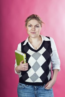 Blond Young Woman With Green Laptop Royalty Free Stock Images