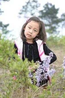 Free Lovely Little Asian Girl Royalty Free Stock Image - 13975436