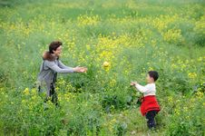 Free Mother And Son Happy Play Royalty Free Stock Image - 13975576
