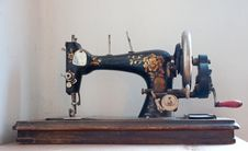 Free Old Sewing Machine Royalty Free Stock Images - 13976039