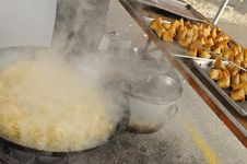 Free Cooking Indian Somosa Stock Photo - 13980090