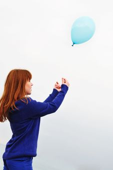Free Girl Playing With Balloon Royalty Free Stock Photos - 13980468