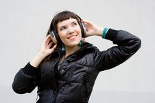Free Beautiful Girl Listens A Music Royalty Free Stock Images - 13982919