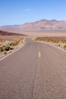 Free Desert Road Royalty Free Stock Images - 13987589