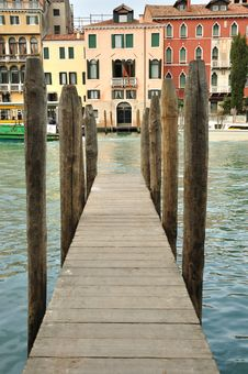 Free The Pontoon Royalty Free Stock Photography - 13988167