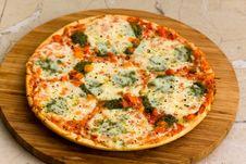 Free Pizza With Broccoli And Mozzarella Stock Image - 13990841