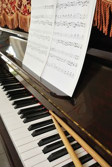 Free Music Score And Drum Sticks On Piano Keyboard Stock Photography - 13994602
