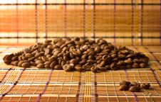 Free Coffee Beans, Lying On The Straw-mat Stock Photos - 13996923
