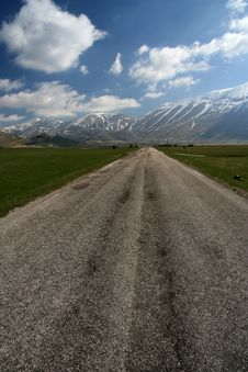 Free Road To The Mountain Stock Photos - 13997833