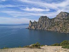 Free Sea Cliffs At Blue Bay Royalty Free Stock Image - 13997876