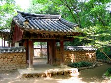 Free Entrance To A Traditional Korean Garden Stock Images - 141764