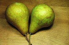 Free Two Pears Royalty Free Stock Photos - 1402798