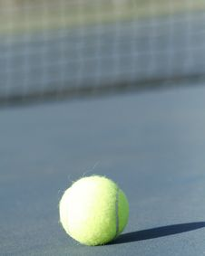 Free Lonely Tennis Ball Stock Image - 1404301