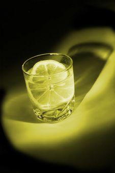 Free Lemon In Water Royalty Free Stock Photo - 1406285