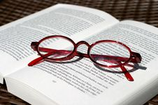 Free Book And Glasses Royalty Free Stock Images - 1406959
