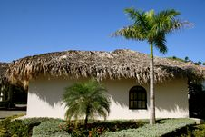 Free Thatched Grass Roof House Stock Photos - 14002783