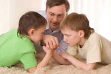 Free Young Father With  Children Stock Photography - 14004222