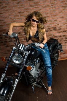 Free Sexy Girl On Motorbike Royalty Free Stock Images - 14008769