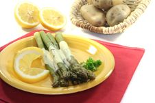 Free Green Asparagus With Hollandaise Sauce Stock Photo - 14010560