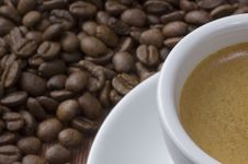 Free Coffee Cup With Beans Royalty Free Stock Photos - 14015158